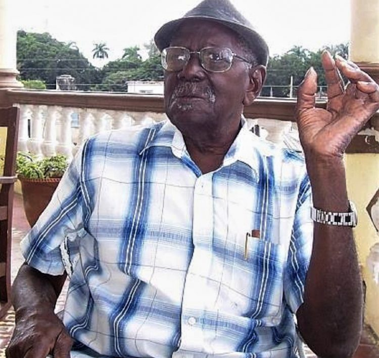 "El músico Enrique Benítez Mora, ""El Conde Negro"", falleció este jueves en La Habana. Foto: www.facebook.com/musicubana."