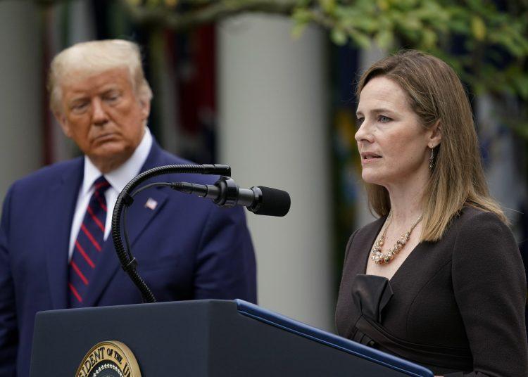 La jueza Amy Coney Barretty y el presidente Trump en la Casa Blanca. Foto: AP.