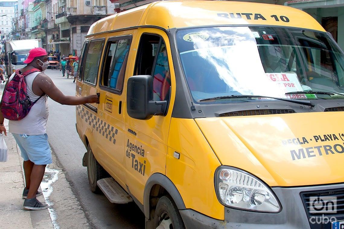 Desde el 3 de octubre se reinició el trasporte público en La Habana, como parte de la flexibilización de las restricciones por la COVID-19 en la ciudad. Foto: Otmaro Rodríguez.