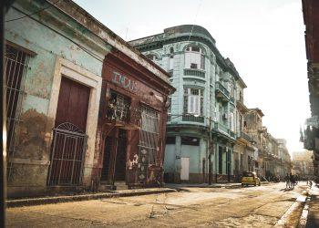 """""""La luz, bróder, la luz"""" (La Habana). Foto de Flavio Clermont"""