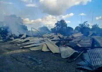 El voraz incendio redujo a escombros 15 viviendas del poblado santiaguero de Mella. Foto: radiotitan.icrt.cu