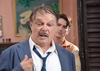 """El actor Enrique Molina en una escena de """"Contigo pan y cebolla"""", del dramatugo cubano Héctor Quintero (1942-2011). Foto: JR."""