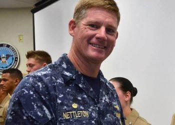 El capitán John R. Nettleton durante su estancia en la Base Naval de Guantánamo, como comandante de ese enclave estadounidense en el oriente de Cuba. Foto: Perfil de Facebook de la Base Naval de Guantánamo.