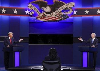 El presidente Donald Trump y el candidato presidencial demócrata Joe Biden discuten en el último debate presidencial en la Universidad de Belmont, el jueves 22 de octubre de 2020, en Nashville, Tennessee. Foto: Chip Somodevilla/Pool vía AP.