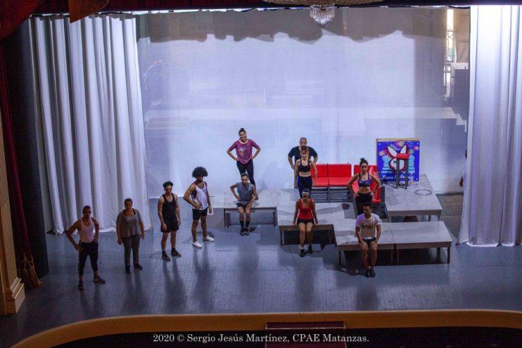 """Ensayo en el teatro Sauto de Matanzas de """"Todos los hombres son iguales"""". Foto: Sergio Martínez."""