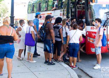 Transporte estatal en La Habana. Foto: Otmaro Rodríguez