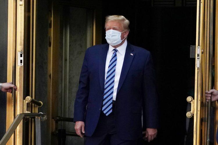 El presidente Donald Trump sale del Centro Médico Militar Nacional Walter Reed el lunes 5 de octubre de 2020 tras ser atendido por COVID-19, en Bethesda, Maryland. Foto: Evan Vucci/AP.