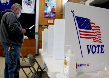 Las votación anticipada comenzó en Florida el martes pasado. Las urnas se abrieron en escuelas y bibliotecas. Foto: AP.