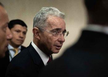 """Uribe recibió la noticia con un """"Gracias a Dios"""", publicado en su cuenta de Twitter.   Foto: Juan Zarama/EFE/Archivo."""