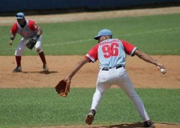 El lanzador avileño Arnaldo Rodríguez propinó a Pinar del Río el no hitter número 58 en la historia de las Series Nacionales. Foto: Oscar Alfonso Sosa.