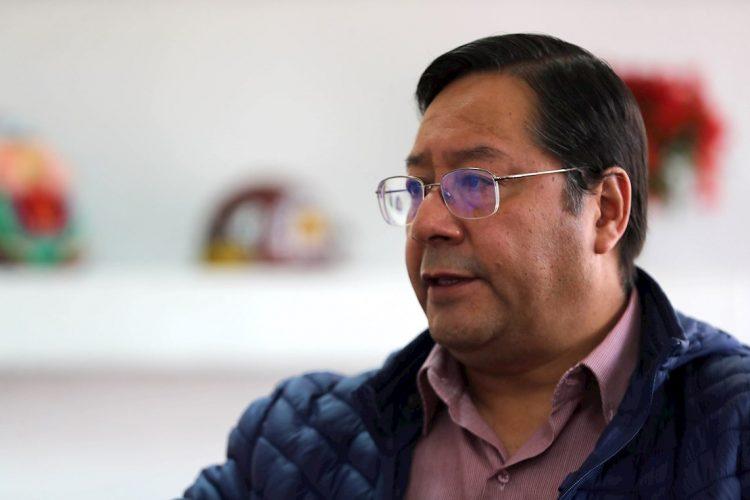 El virtual ganador de las elecciones presidenciales de Bolivia, Luis Arce, candidato del Movimiento al Socialismo (MAS), durante una entrevista con Efe en La Paz, el 20 de octubre de 2020. Foto: Martin Alipaz / EFE.