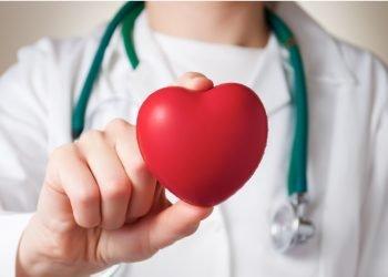 El doctor Tom Maddox, miembro de la junta del Colegio Estadounidense de Cardiología, dijo que no está claro si el virus puede hacer que un corazón normal se vuelva disfuncional. Foto: mesimedical.com