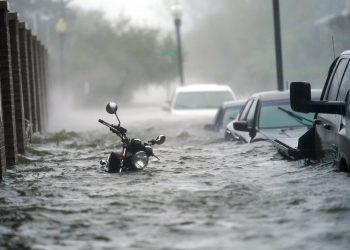 Crecidas causadas por el huracán Sally inundan una calle el miércoles 16 de septiembre de 2020, en Pensacola, Florida. Foto: Gerald Herbert/AP/Archivo.