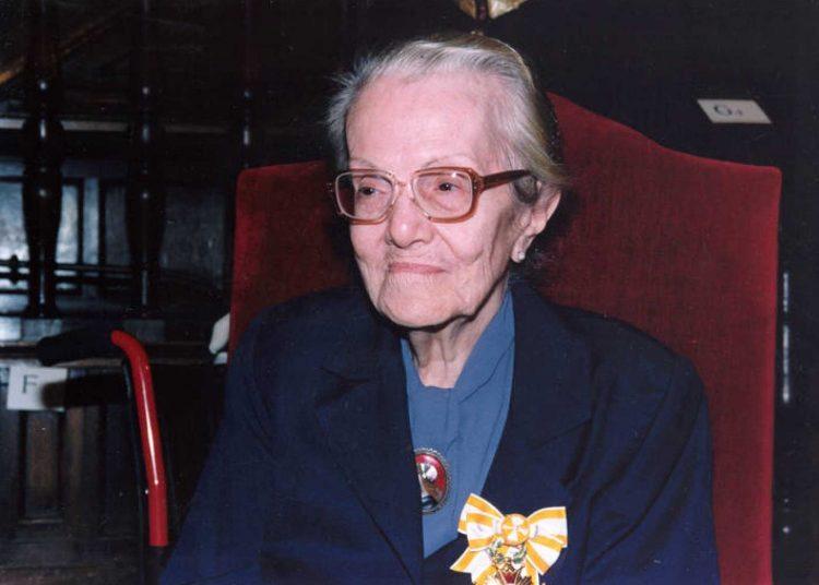 La escritora Dulce María Loynaz durante la ceremonia de entrega del Cervantes, en abril de 1993. Foto: www.rtve.es