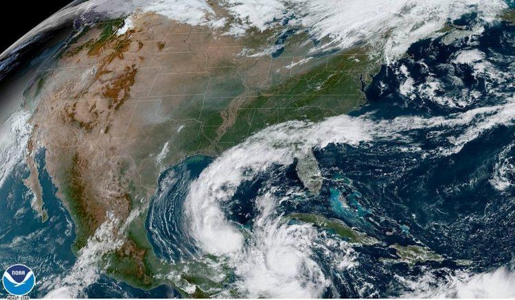 Fotografía satelital cedida por la Oficina Nacional de Administración Oceánica y Atmosférica (NOAA) estadounidense por vía del Centro Nacional de Huracanes (NHC), donde se muestra la localización del huracán Delta, de categoría 4, poco antes del mediodía (hora local) del 6 de octubre de 2020. Foto: EFE/NOAA-NHC.