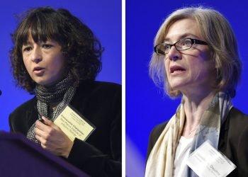 """En esta combinación de imágenes de archivo, tomadas el 1 de diciembre de 2015, Emmanuelle Charpentier (izquierda) y Jennifer Doudna intervienen en una cumbre internacioal de la Academia Nacional de Ciencias sobre seguridad y ética en la edición del genoma, en Washington. Charpentier y Doudna ganaron el Nobel de Química este 7 de octubre de 2020 """"por el desarrollo de un método de edifición del genoma"""". Foto: Susan Walsh/AP/ archivo."""