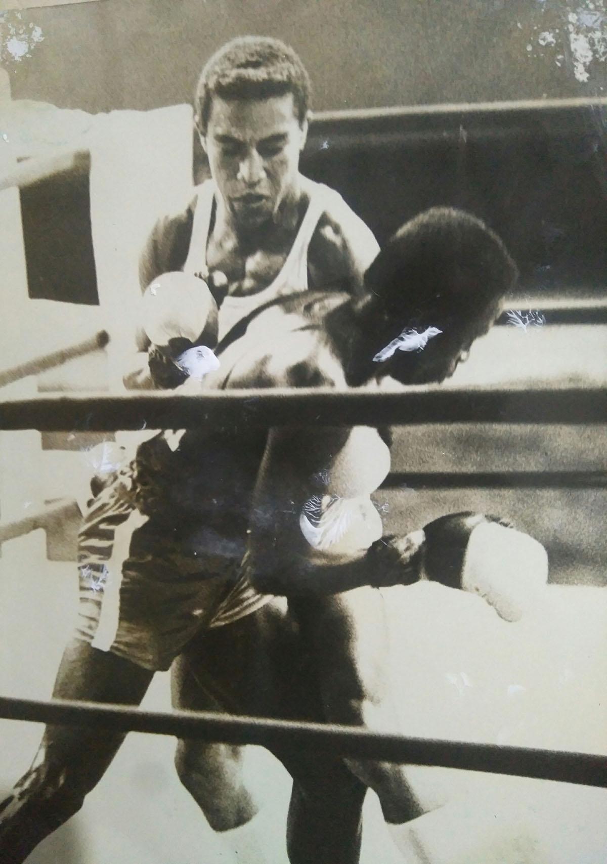 Secundino Ferrer (de frente) en pleno combate. Foto: Cortesía del entrevistado.
