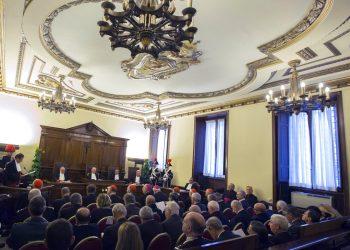 En esta foto de archivo del 31 de enero de 2015, el juez Giuseppe Dalla Torre, entonces presidente del tribunal del Vaticano, centro, asiste al inicio del 86to Año Judicial del Vaticano. Foto: Riccardo De Luca/AP.
