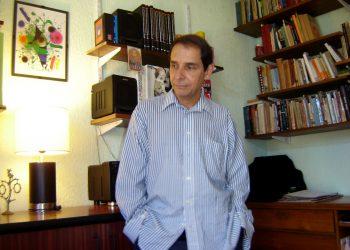 Aramís Quintero en su casa en Santiago de Chile.