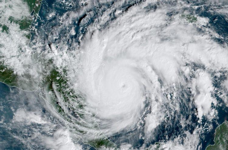 Iota se convirtió en un huracán de gran intensidad esta madrugada. Foto: National Hurricane Center/Facebook.