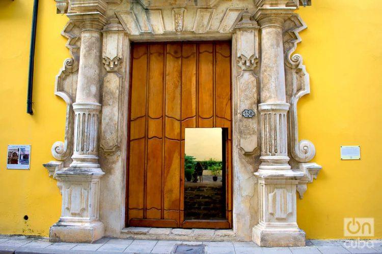 Una puerta en La Habana. Foto: Otmaro Rodríguez.