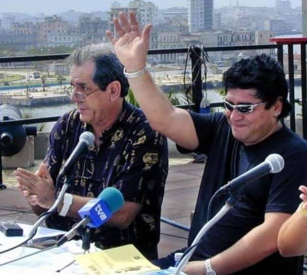 Miguel Hernández presents Yo soy el Diego de la gente, together with Maradona, in Havana. Photo: Ahmed Velázquez. Archive.