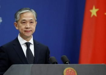 El portavoz del Ministerio de Relaciones Exteriores, Wang Wenbin, esta mañana. Foto: Tingshu Wang/Reuters, vía La voz de Galicia.