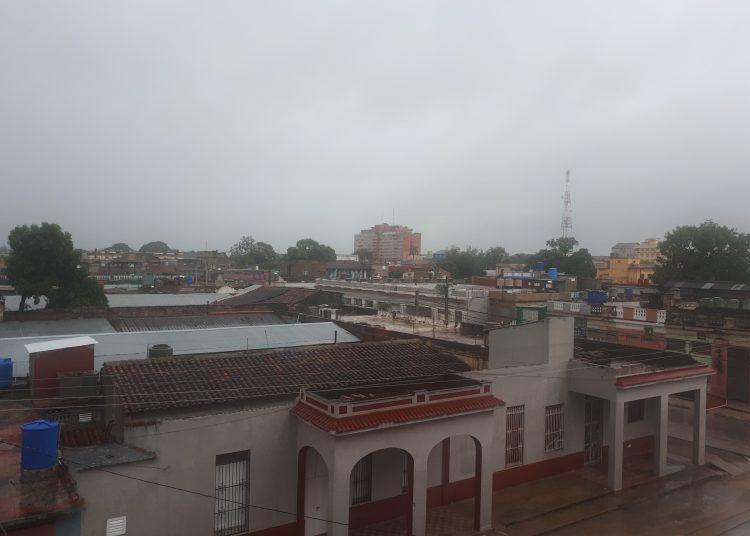 A las seis de la mañana, la región central de Eta fue estimada en los 21.8 grados de latitud Norte y los 78.7 grados de longitud Oeste, sobre la ciudad de Ciego de Ávila. Foto: twitter.com/Invasorpress