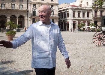 Fotografía de archivo, fechada el 30 de octubre de 2015. El entonces subsecretario de Seguridad Nacional de Estados Unidos, el cubanoamericano Alejandro Mayorkas, en el Casco Histórico de La Habana. Foto: Roberto Morejón / EFE Archivo