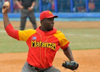 El lanzador cubano Noelvis Entenza, de los Cocodrilos de Matanzas, autor de un no hit no run ante Granma el 4 de noviembre de 2020. Foto: Prensa Latina.