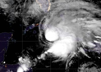 Vista satelital de la tormenta tropical Eta a punto de entrar a Cuba, en la noche del sábado 7 de noviembre de 2020. Foto: @NHC_Atlantic / Twitter/Archivo.