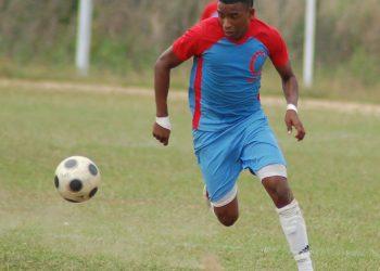 """El futbolista cubano Sander """"Keko"""" Fernández, uno de los principales goleadores de la Isla en los últimos años. Foto: portalavila.wordpress.com"""