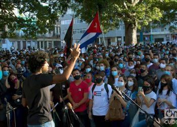 Concentración convocada por las organizaciones juveniles, para mostrar su apoyo al gobierno cubano, en el Parque Trillo de La Habana, la tarde de este domingo 29 de noviembre de 2020. Foto: Otmaro Rodríguez.