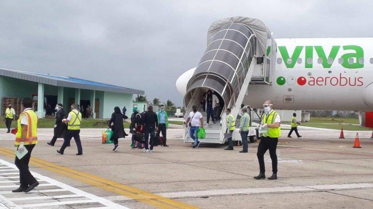 Llegada de un vuelo de la aerolínea mexicana Viva Aerobus procedente de Cancún, al Aeropuerto Internacional Abel Santamaría, de Santa Clara, Cuba, en noviembre de 2020. Foto: Aeropuerto Internacional Abel Santamaría / Facebook / Archivo.