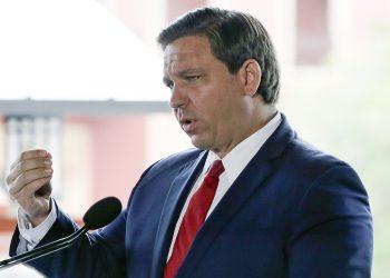 El gobernador de Florida, Ron DeSantis. Foto: John Raoux/AP.
