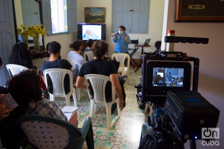 Taller del coworking audiovisual Varentierra, organizado por la productora WajirosFilms en su sede de La Habana, con jóvenes realizadores cubanos. Foto: Otmaro Rodríguez.