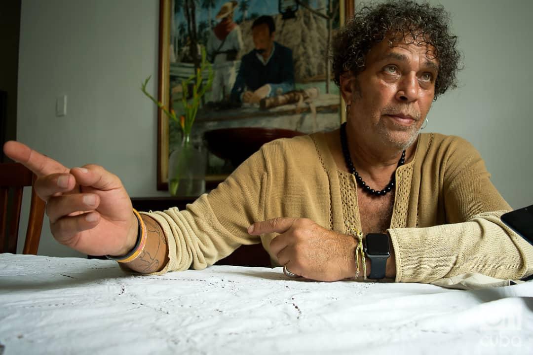 El relevante actor cubano Luis Alberto García, uno de los asesores en el coworking audiovisual Varentierra, organizado por la productora WajirosFilms en su sede de La Habana, con jóvenes realizadores cubanos. Foto: Otmaro Rodríguez.