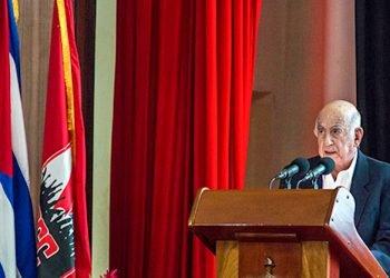 El segundo secretario del PCC, José Ramón Machado Ventura, leyó la convocatoria al octavo congreso de esa organización. Foto: @EscSuperiorPCC/Twitter.