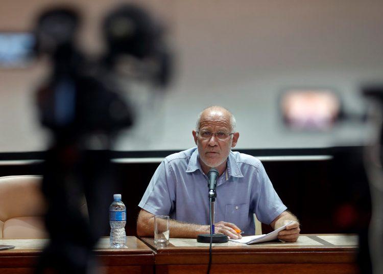 El Viceministro de Cultura cubano Fernando Rojas habla durante una conferencia de prensa, hoy en la sede del Ministerio de Cultura en La Habana Foto: Ernesto Mastrascusa/ EFE