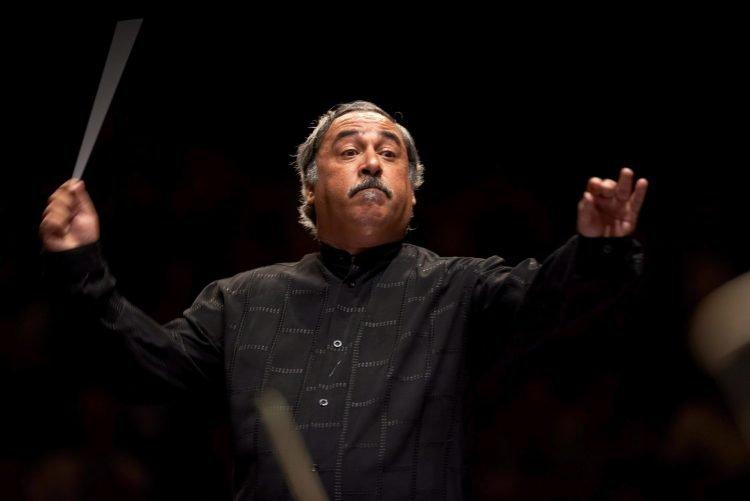 El maestro Enrique Pérez Mesa, director titular de la Orquesta Sinfónica Nacional de Cuba. Foto:  Desde Mi Beldevere.
