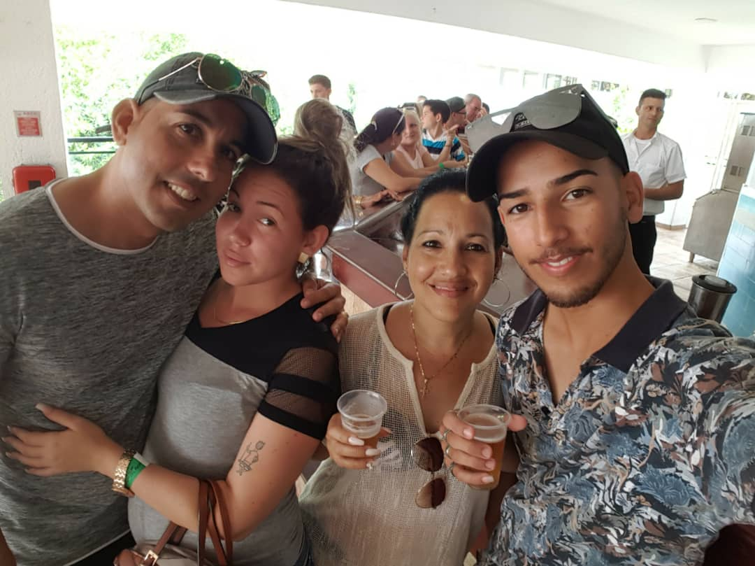 Yosvel, his girlfriend at the time, Yania and her oldest son in 2019, shortly before he left for the United States. Photo: courtesy of the family.