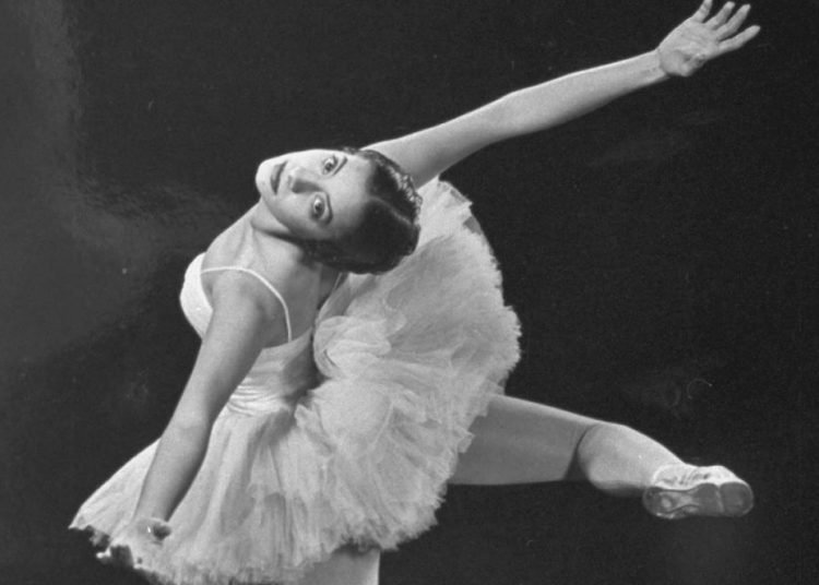 Alicia Alonso en 1944. Foto: GJON MILI/GETTY IMAGES, vía thetimes.co.uk