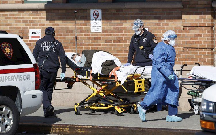 La cifra de muertos del martes supera el último récord de fallecimientos por la COVID-19 registrado en el país, los 3.656 que se contabilizaron el pasado 16 de diciembre. Foto: Justin Lane/EFE.