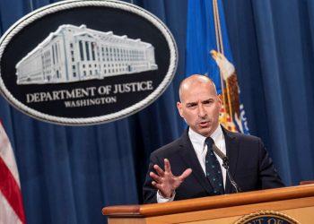 El fiscal Michael Sherwin informa el martes sobre las posibles condenas delos asaltantes del Capitolio, en Washington. Foto: Sarah Silbiger / EFE.