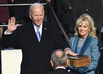 Joe Biden al asumir la presidencia de Estados Unidos frente al Capitolio en Washington, el 20 de enero del 2021. (Saul Loeb/Pool Photo via AP)