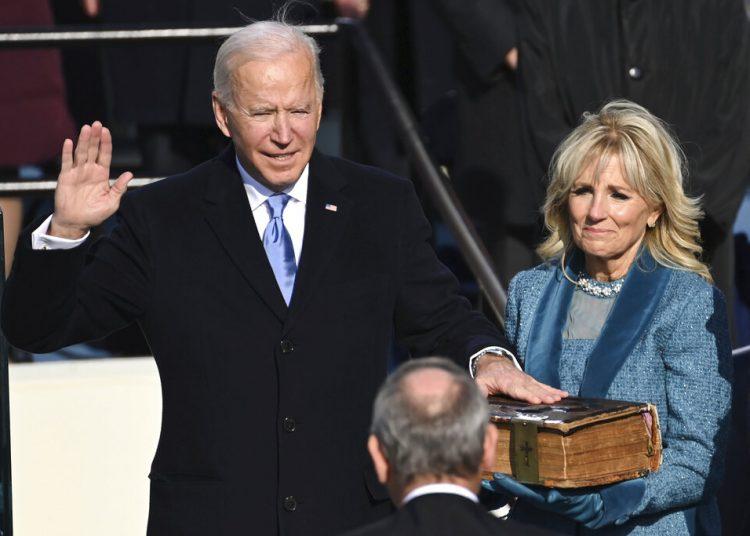 Joe Biden al asumir la presidencia de Estados Unidos frente al Capitolio en Washington, el 20 de enero del 2021. (Saul Loeb/Pool Photo via AP)