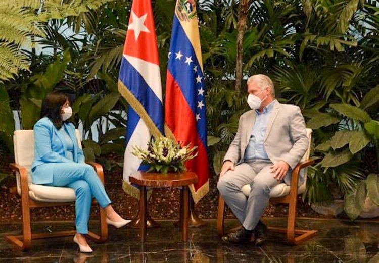 Encuentro del presidente cubano Miguel Díaz-Canel con Delsy Rodríguez, vicepresidenta de Venezuela, en La Habana, el sábado 16 de enero de 2021. Foto: Estudios Revolución vía Cubadebate.
