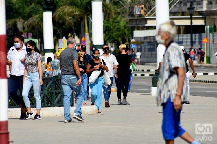 Personas en La Habana, durante el rebrote de coronavirus a inicios de enero de 2021. Foto: Otmaro Rodríguez.