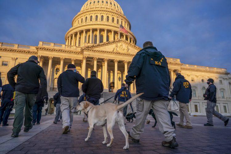 Las medidas de seguridad en el Capitolio en Washington preparándose para la toma de posesión de Joe Biden. Foto tomada el 19 de enero del 2021. Foto: J. Scott Applewhite/AP.