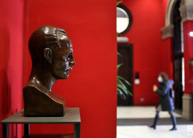 Busto de José Martí en la Universidad de Zaragoza.
